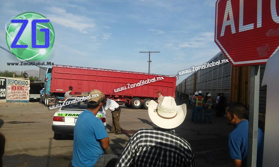 Este hecho ocurrió minutos antes de las 8 de la mañana en el cruce ferroviario de Meoqui, justo frente a la empresa refresquera Elite.
