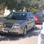 Olvida dónde estacionó su auto y lo reporta como robado