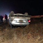 Ebrio se da a la fuga y vuelca su vehículo en Meoqui, cuantiosos daños materiales