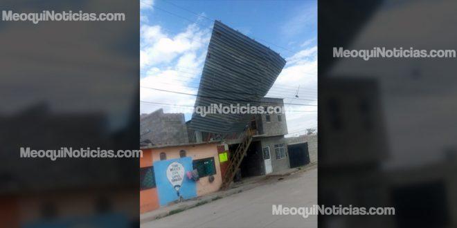 Fuertes vientos levantan techos de lámina en Meoqui