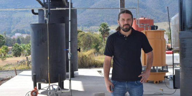Mexicanos crean fórmula para producir gasolina y diesel a partir de plástico